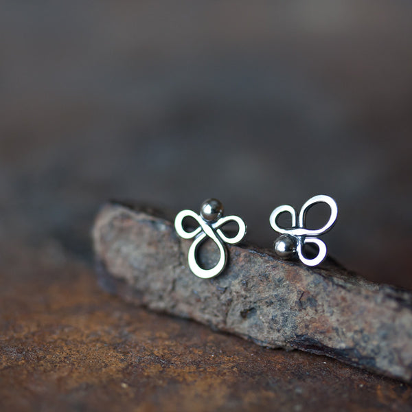 Small abstract sterling silver stud earrings - CookOnStrike