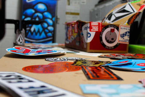 Choosing the right stickers: your guide to the different types of adhesive