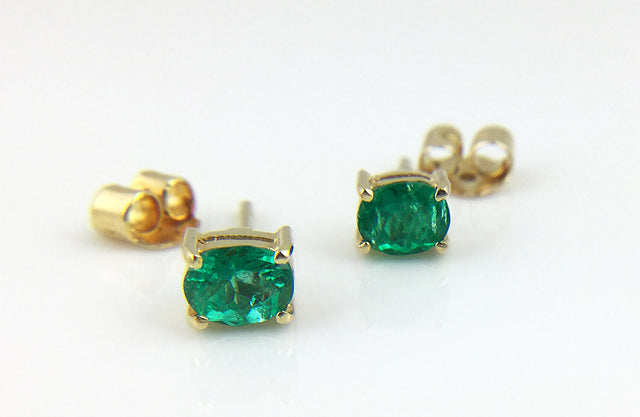 Columbian emerald stud earrings in 18k yellow gold