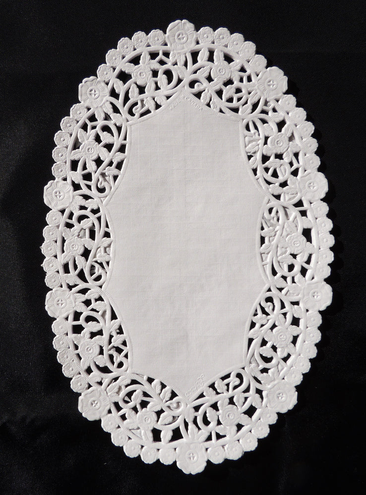 "OVAL 6"" x 9"" White Paper Doilies"