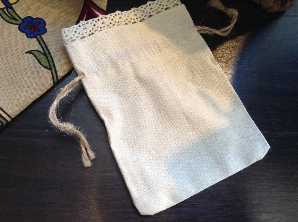 Linen bag with lace