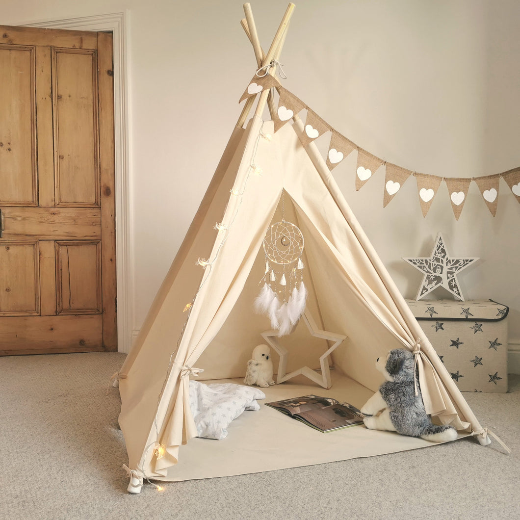 Kids Teepee Tent with Bunting, Dreamcatcher and Fairy Lights