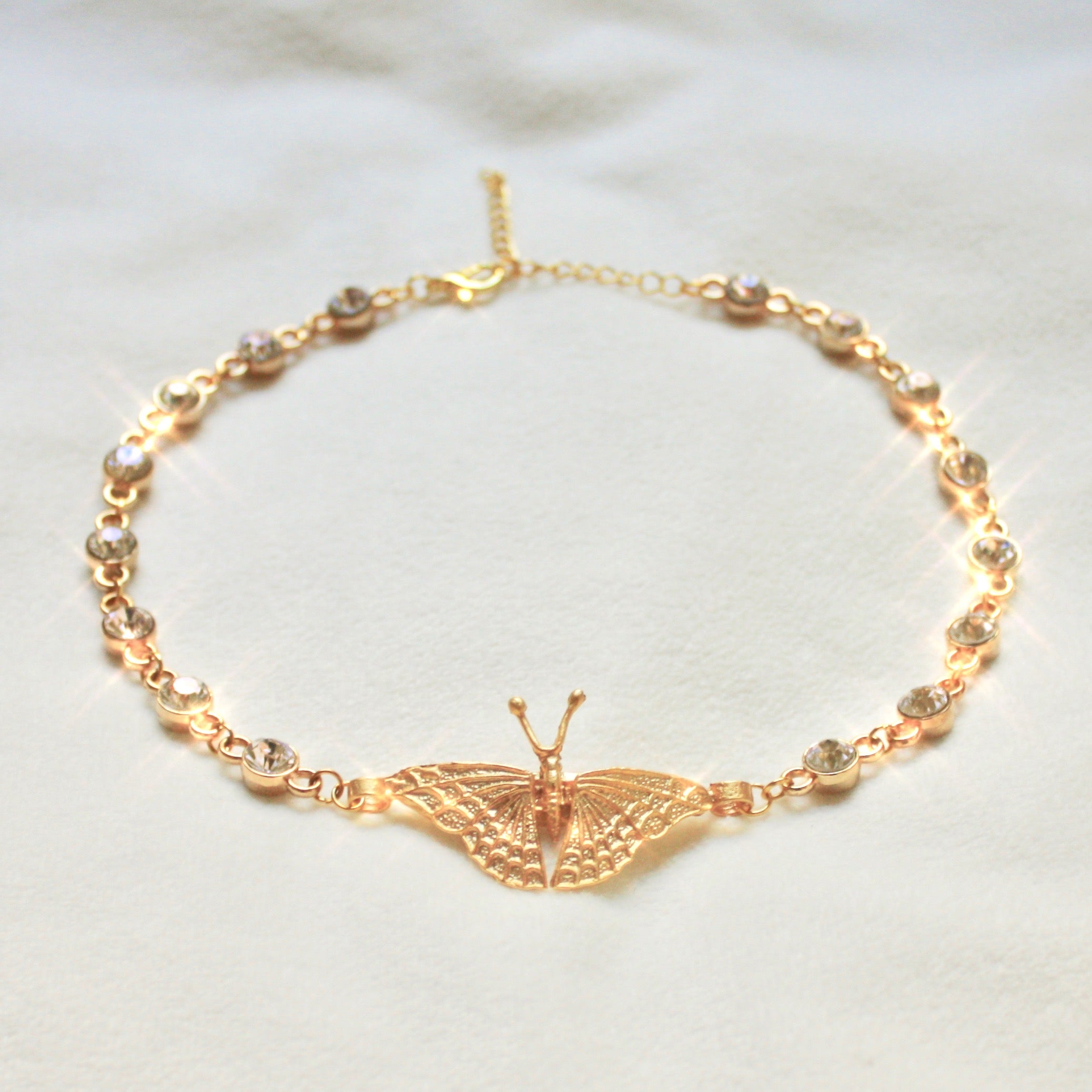 On the Rise Choker in Gold