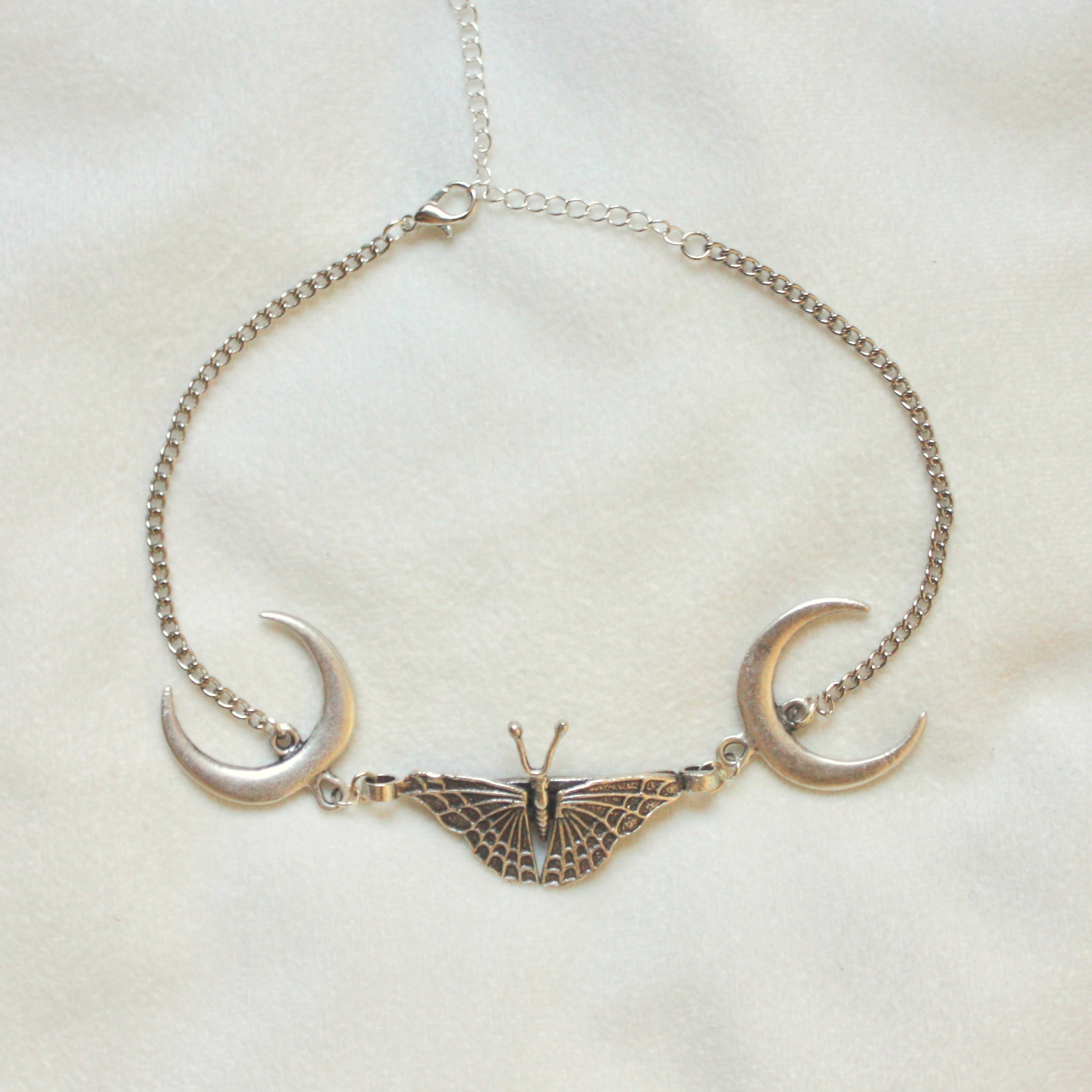 Out of the Woods Choker in Silver