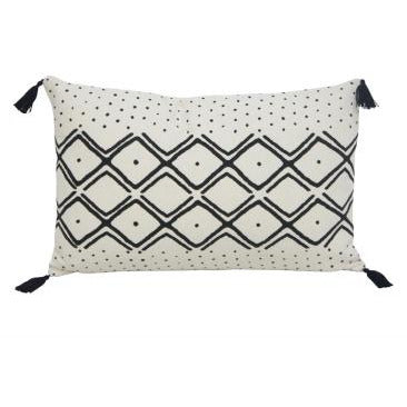 Neha Rectangle w/Tassels Black/White