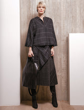 Load image into Gallery viewer, Ozai N Kū Boxy Top Pullover