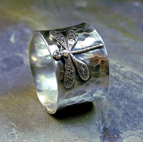 Wide band dragonfly ring