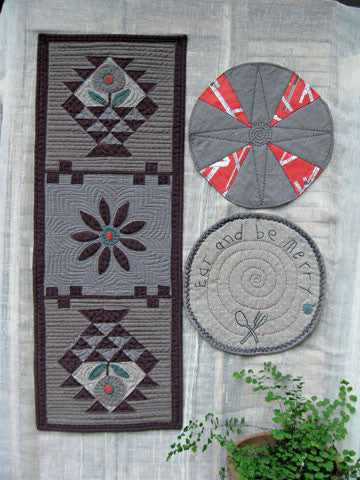 Baskets Runner & Placemats Pattern #RR167