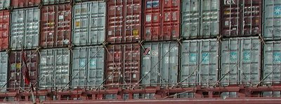 Containers lashed with lashing rods