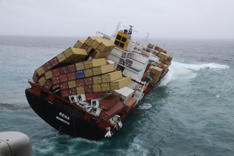 MV Rena loses 900 shipping containers