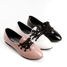 Load image into Gallery viewer, Patent Leather Lace Up Women Flat Shoes 9430