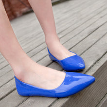 Load image into Gallery viewer, Pointed Toe Patent Leather Flats Jelly Shoes 7102