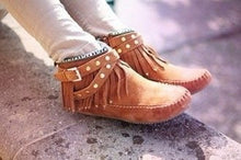Load image into Gallery viewer, Women's Flat Tassel Rivets Ankle Boots