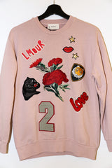 Sweater met badges