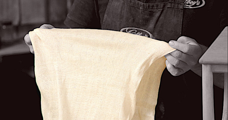 The open-weave of the pure cotton buffing cloth prevents the wax overheating and smearing