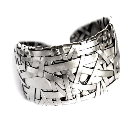 woven cuff bracelet handcrafted in silver by contemporary jewellery designer gurgel-segrillo