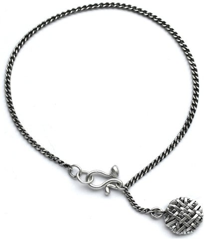 woven chain disc bracelet handcrafted in silver by contemporary jewellery designer gurgel-segrillo