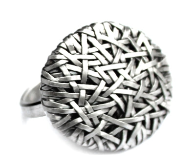 woven disc ring thin weave, handcrafted in silver by contemporary jewellery designer gurgel-segrillo