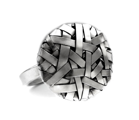 woven disc ring handcrafted in silver by contemporary jewellery designer gurgel-segrillo