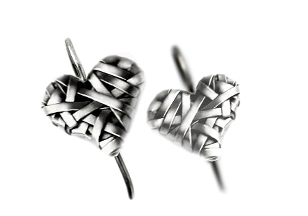 woven heart hook earrings handcrafted in silver by contemporary jewellery designer gurgel-segrillo