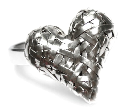 woven 3D heart ring handcrafted in silver by contemporary jewellery designer gurgel-segrillo