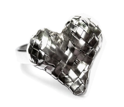 woven 3D heart ring , handcrafted in silver by contemporary jewellery designer gurgel-segrillo