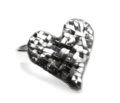 woven heart ring handcrafted in silver by contemporary jewellery designer gurgel-segrillo