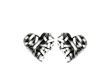 woven heart stud earrings handcrafted in silver by contemporary jewellery designer gurgel-segrillo