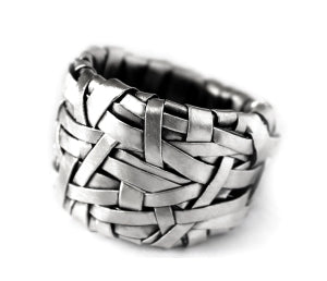 woven ring band handcrafted in silver created by gurgel-segrillo contemporary jewellery