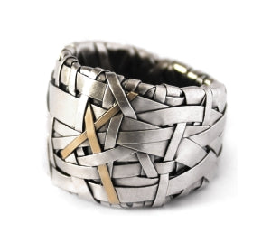 woven ring band handcrafted in silver and gold by contemporary jewellery designer gurgel-segrillo