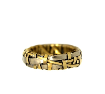 woven ring band handcrafted in yellow gold and white gold by contemporary jewellery designer gurgel-segrillo