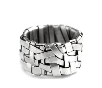 woven ring band handcrafted in silver created by gurgel-segrillo - art jewellery