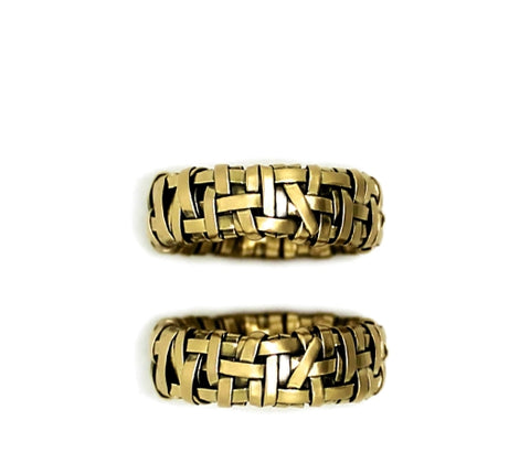 shop for alternative wedding rings handcrafted in woven gold by art jewellery designer gurgel-segrillo, love is love