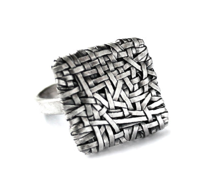 woven square ring thin weave, handcrafted in silver by contemporary jewellery designer gurgel-segrillo