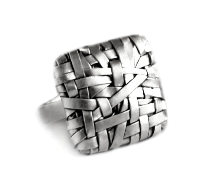 woven square ring wide weave handcrafted in silver by contemporary jewellery designer gurgel-segrillo