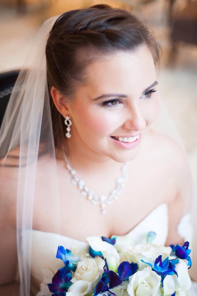 How to Pick Your Wedding Necklace According to Your Face Shape