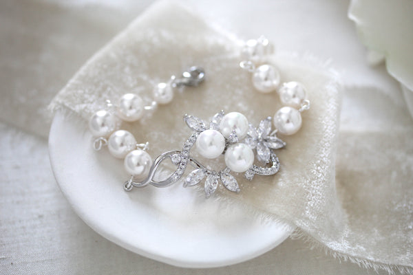 Rose gold Bridal bracelet with pearls MIA - Treasures by Agnes