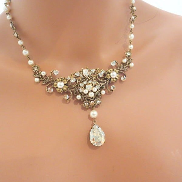 Wedding necklace with Swarovski Crystals Vintage style Bridal necklace Wedding jewelry - Treasures by Agnes