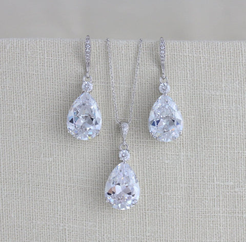 bridal jewelry set with necklace and earrings