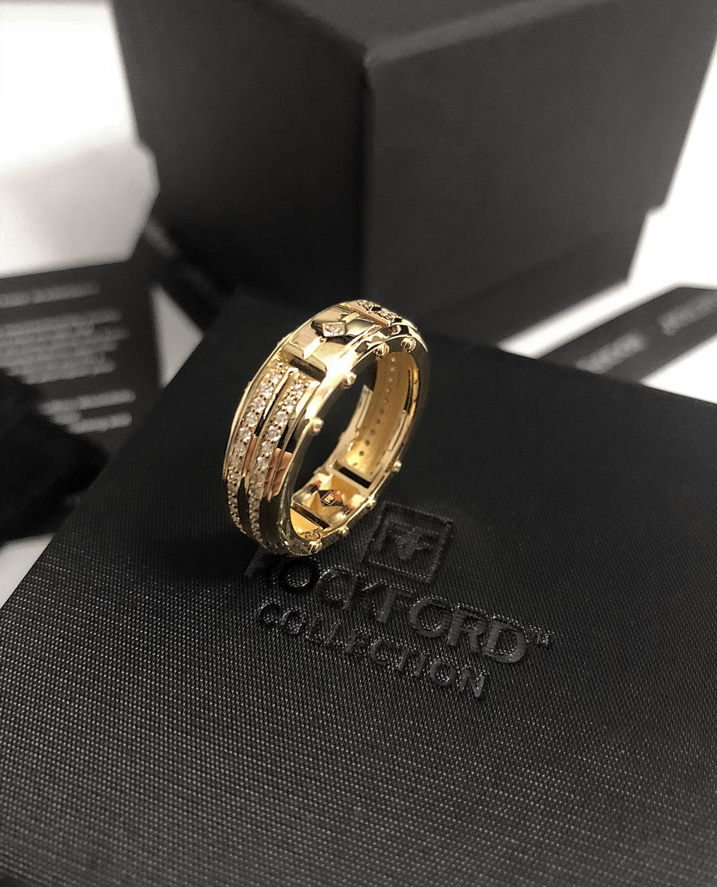 SAN LORENZO Mens Gold Wedding Band with Diamonds