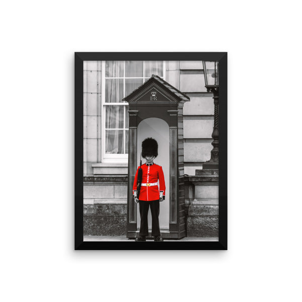 London Guard Photo Framed poster