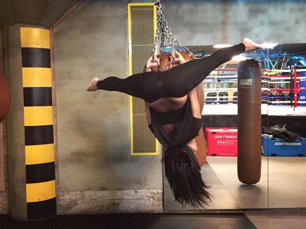 5 Badass Pole Dance Moves that Never Get Old – Creatures of XIX