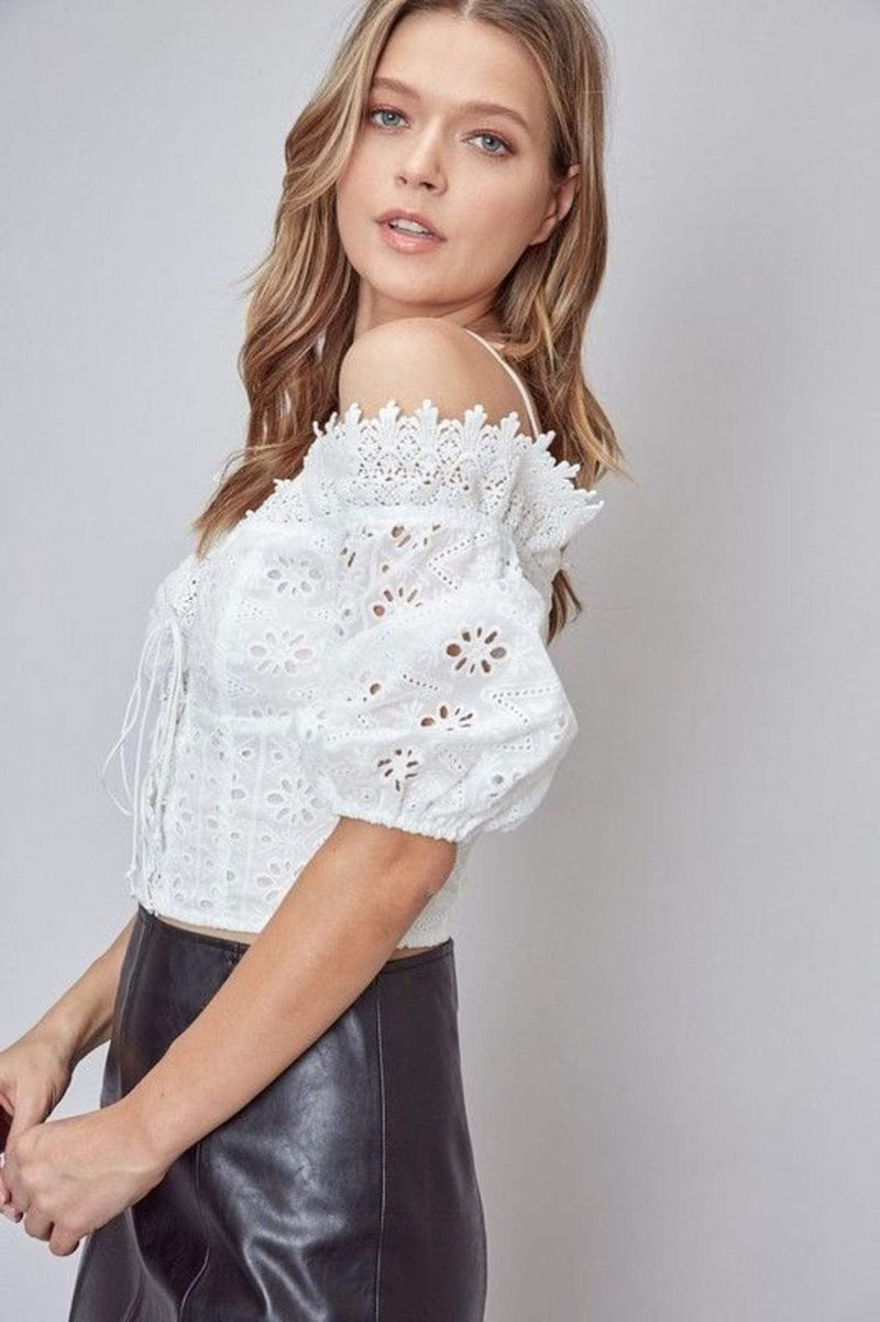 Do and Be Tops Blouse X Small / White / Y18134 Abiba Off the Shoulder Lace Top White