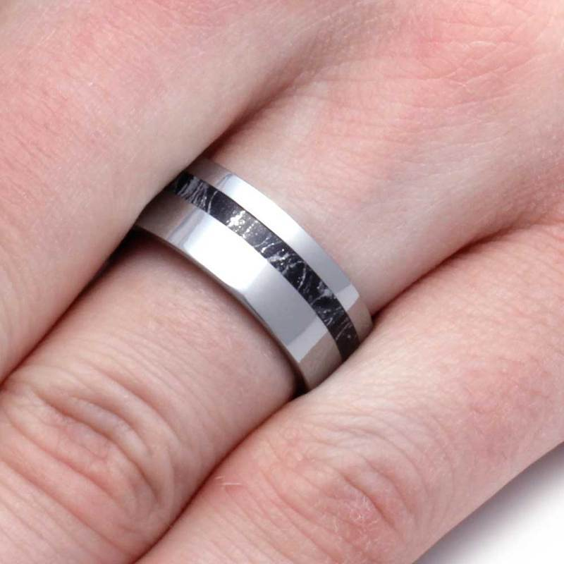 TUNGSTEN WEDDING BAND WITH BLACK AND WHITE MOKUME-2928 - Cairo Men's Wedding Rings