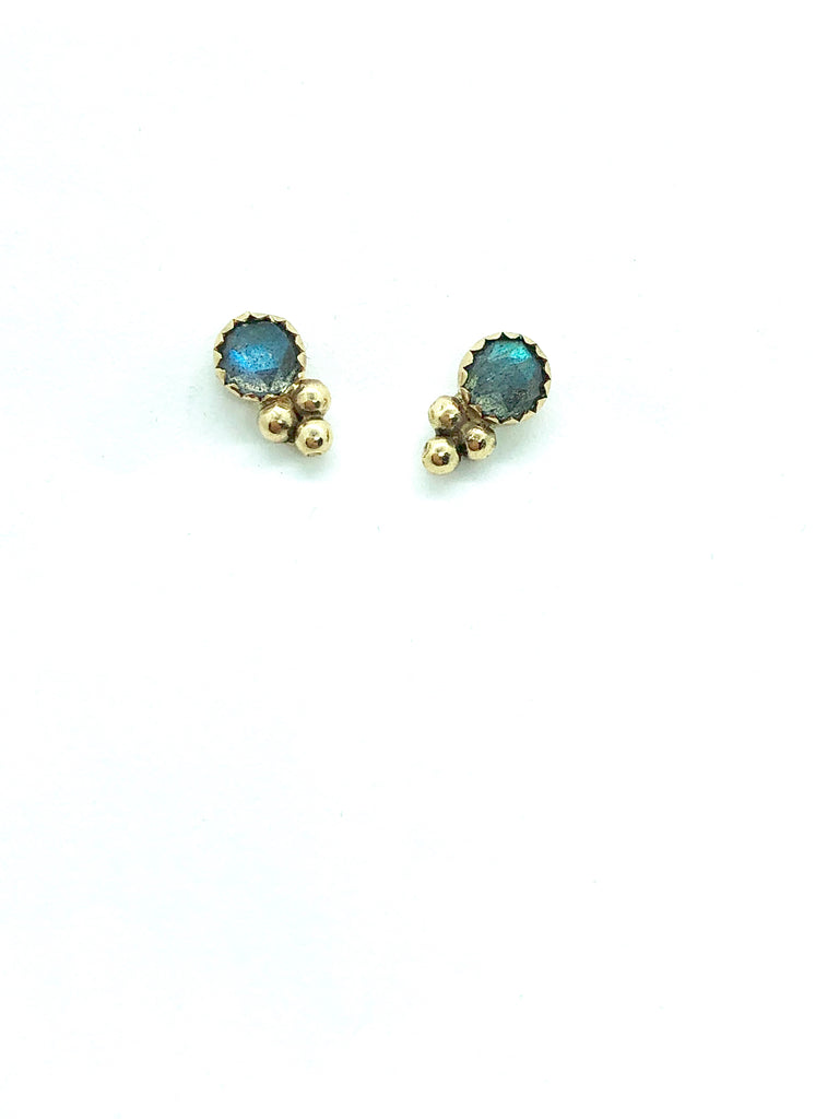 Stone stud with triple bead-4mm