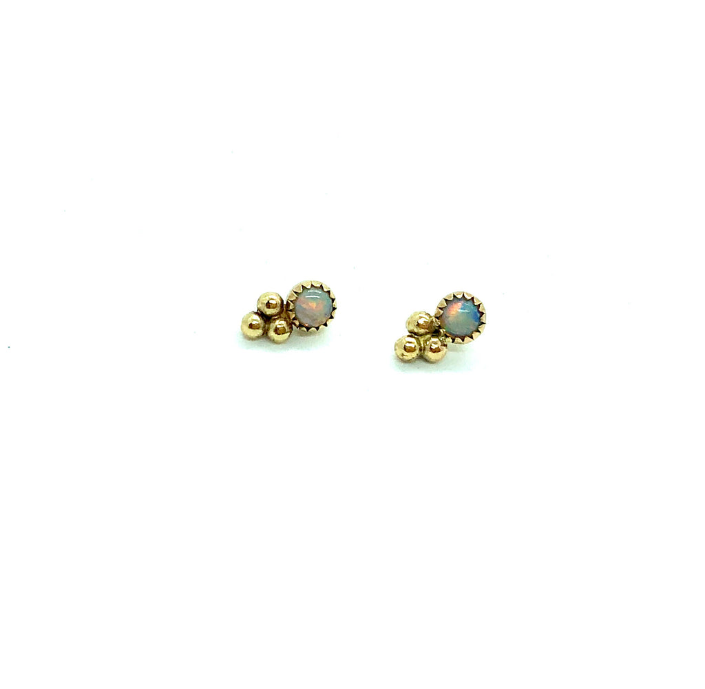Stone stud with triple bead
