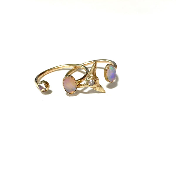 tail fin ring with oval cabochon