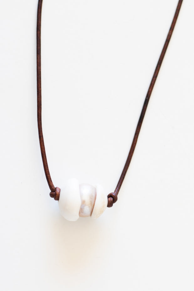 Leather Necklace w/ Shell & Pearl