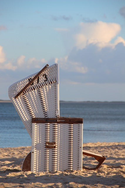 Roofed wicker beach chair - Wicker Project Ideas