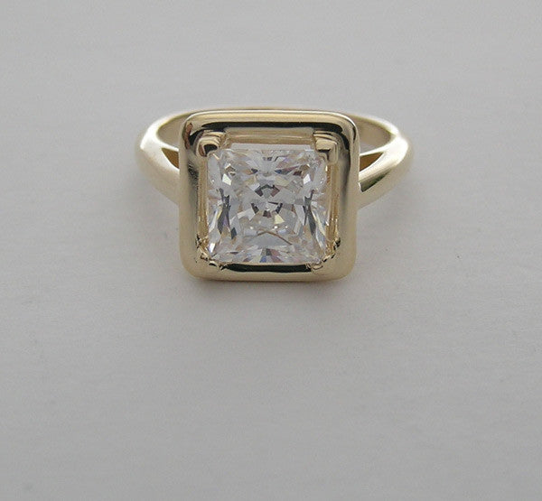 UNUSUAL RING SETTING RIGHT HAND OR ENGAGEMENT SQUARE MODERN DESIGN